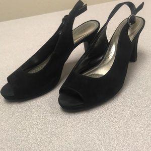Open toe strapped heel